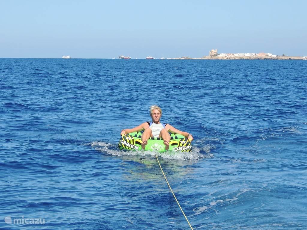 Nog meer fun in de verkoelende Middellandse zee.