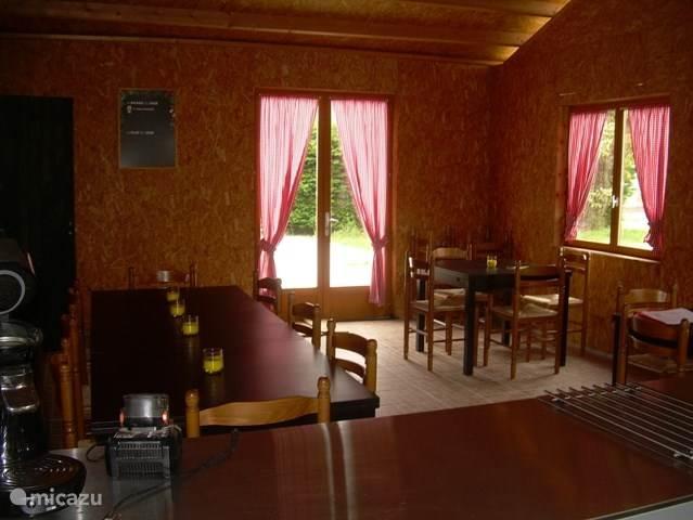 De binnenkant van de brasserie, die wordt aanmerkelijk minder gebruikt dan het terras!