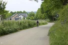 Direct vanuit de woning kunnen prachtige fiets- en wandelroutes gestart worden! Fietsroutes en wandelkaarten liggen voor u klaar bij de receptie.