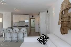 Huiskamer en open keuken