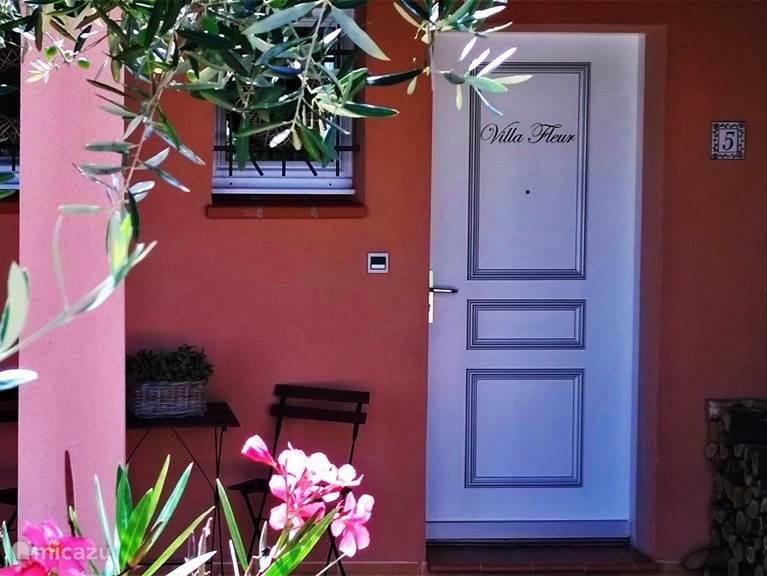 Entree Villa Fleur