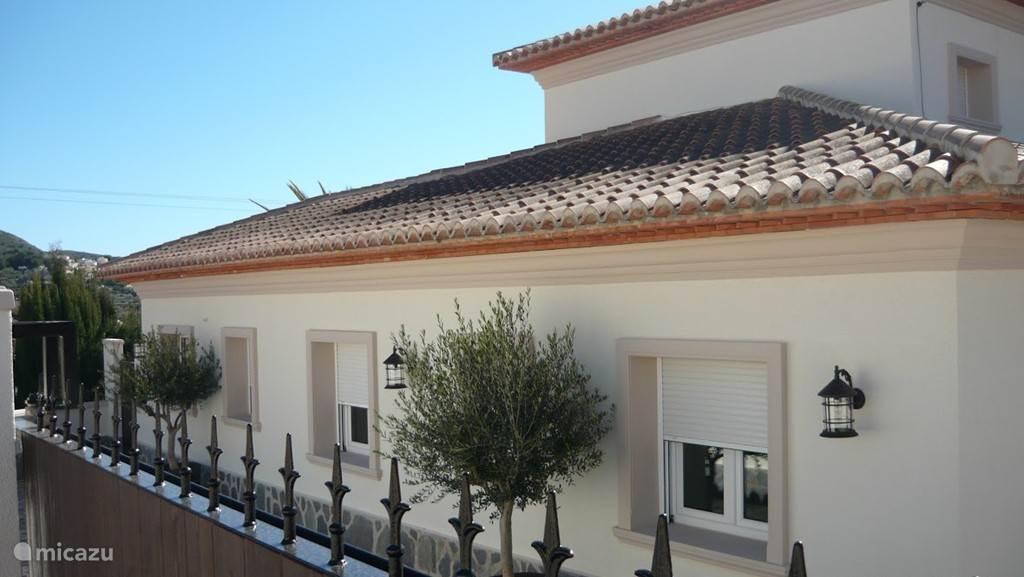Straatkant aanzicht Villa