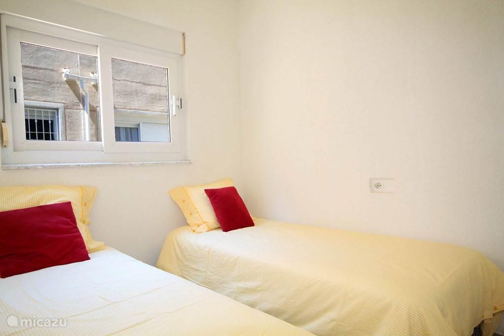 Twee persoons kamer op woonkamer niveau