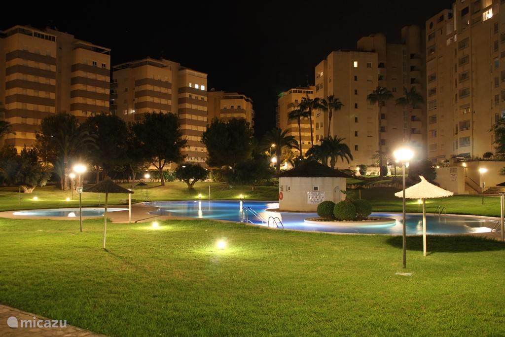 Elke avond het hele jaar door prachtig verlichte tuin en zwembad