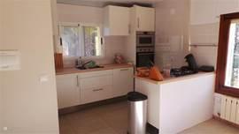 moderne nieuwe keuken in boven appartement