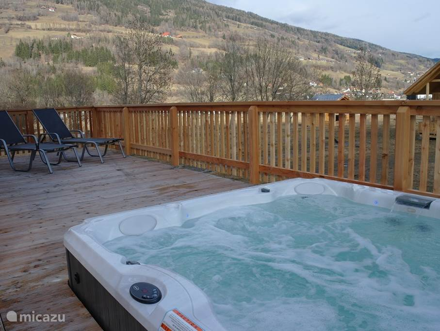 From your private outdoor Jacuzzi for 8 people, you have a magnificent view of the Kreischberg. Relax after a day of skiing or hiking .....