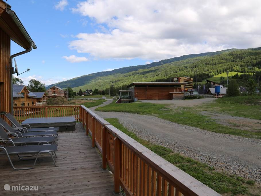 Magnificent views of the mountain location with spacious terrace. Attractive interior, with all amenities. Enjoy the Hammam and sauna, relax in the outdoor jacuzzi and privacy.