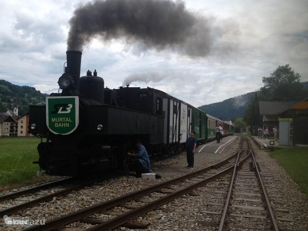 Station op 5 minuten loopafstand van het chalet.