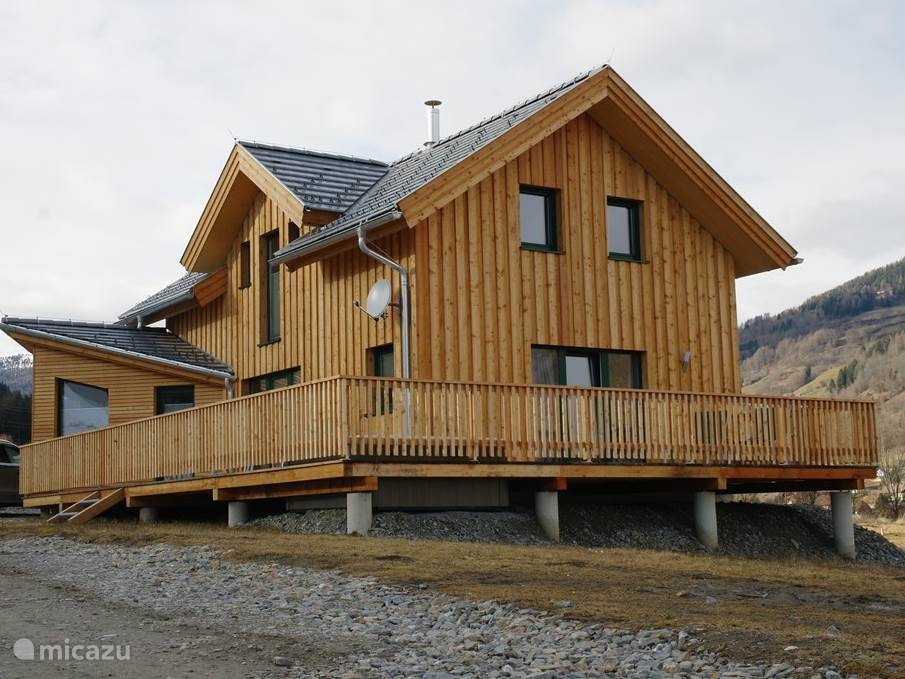 The spacious chalet features 3 luxury bathrooms, including a lovely jacuzzi bath, a shower, a luxurious sauna. The chalet has four bedrooms. All four with a double bed and is complemented with a bunk bed.