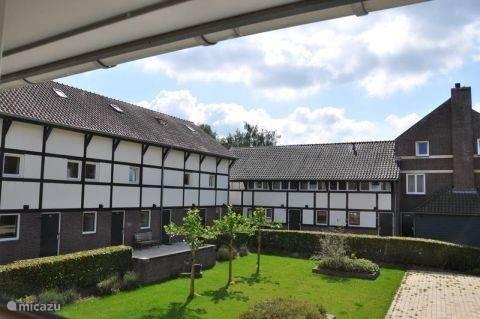 De vakwerkwoningen in een typisch Limburgs hofje!