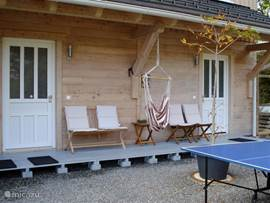Entrance of the 2 Apartments: With veranda, sofa / chairs and outdoor table tennis
