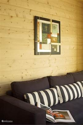 Woonkamer per vakantiewoning: Met comfortabele hoek- zitbank.