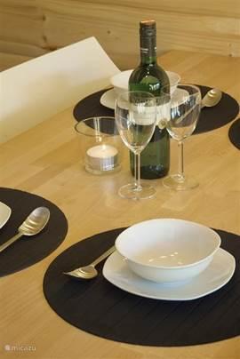 Woonkamer per vakantiewoning: Eethoek; tafel met stoelen.
