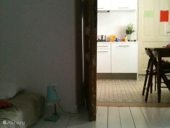 keuken vanuit zit/slaapkamer