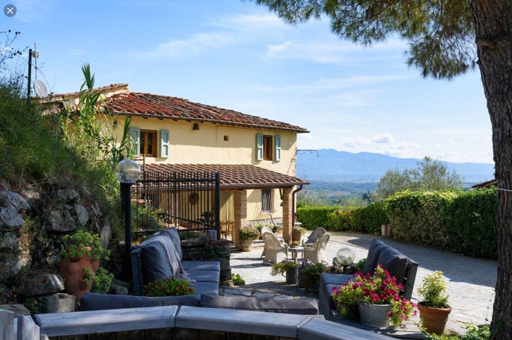 Bijzondere locatie in het Toscaanse heuvellandschap waar rust en ruimte primeren. Speciale prijs; 2juni-9juni 2018          €1100,00