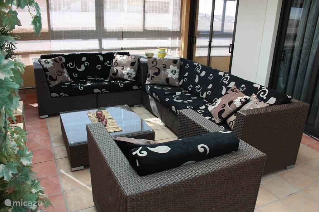Voldoende zitruimte in de lounge set