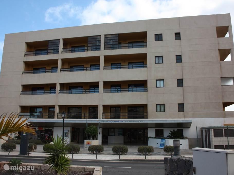 Voorkant van het appartementencomplex
