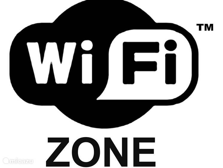 Free WiFi in het gehele complex en een eigen Netwerk voor de huurders van dit Penthouse. Met de Smart TV kunt u internetten.