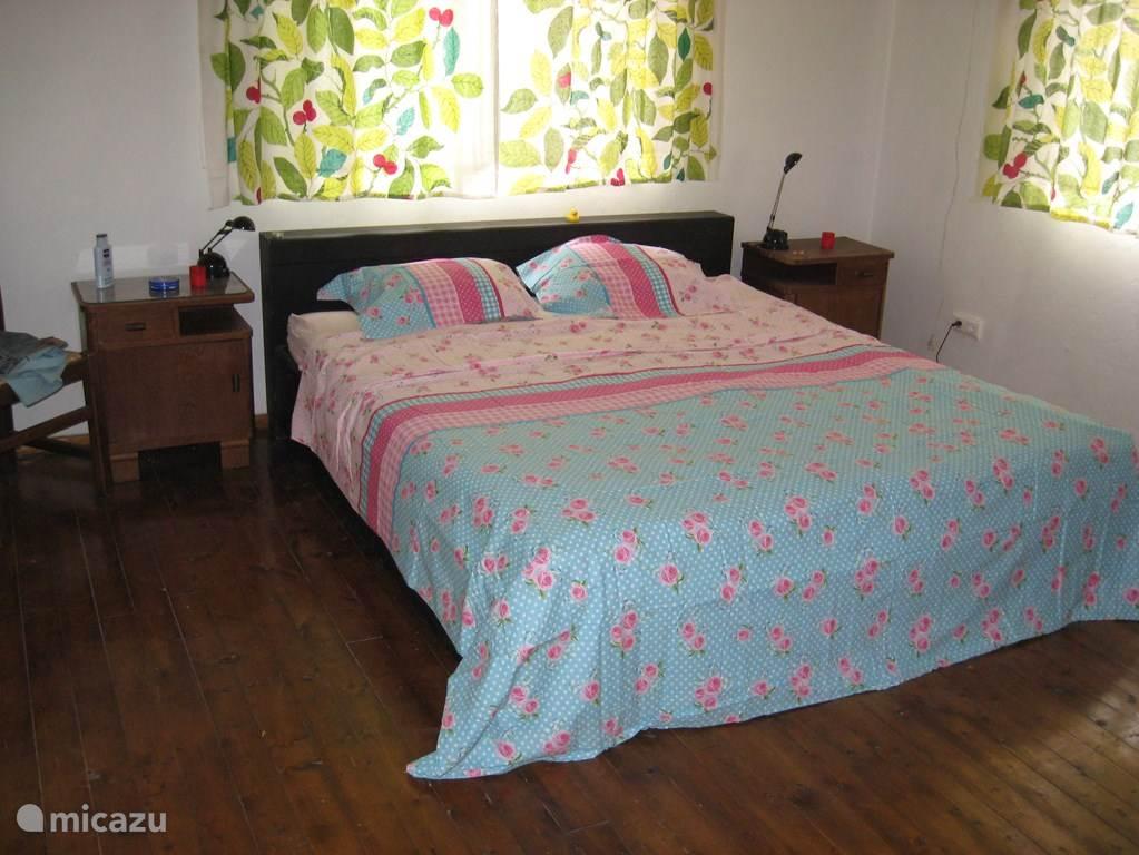 2 persoons slaapkamer met 1.80 breed matras