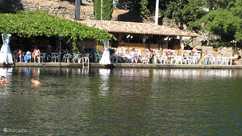 Er zijn diverse rivieren in onze omgeving waar u heerlijk kunt zwemmen, dit is de Ceze slechts 10 minuten bij ons vandaan.