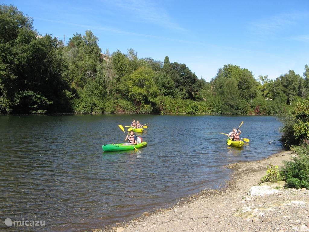 Op diverse plaatsen in de directe omgeving kunt u kanovaren