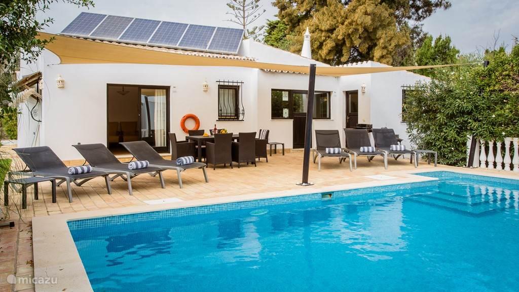 Vakantiehuis Portugal, Algarve, Carvoeiro villa  Yellow Flower