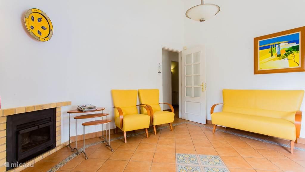 Vacation rental Portugal, Algarve, Carvoeiro Villa Yellow Flower
