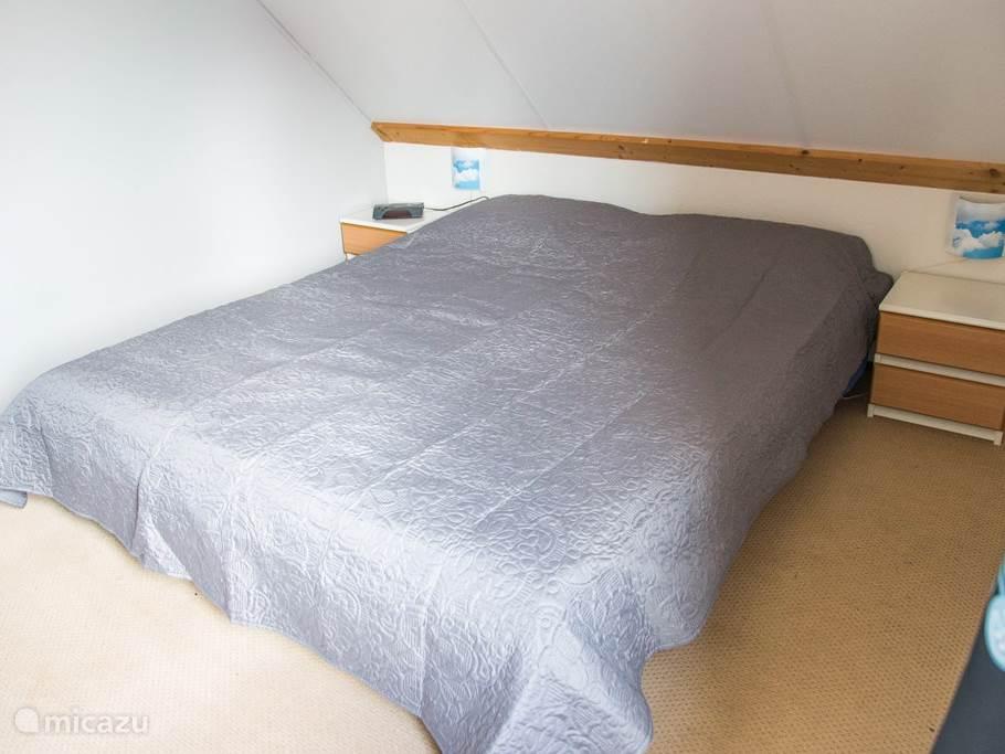 Tweepersoons slaapkamer boven
