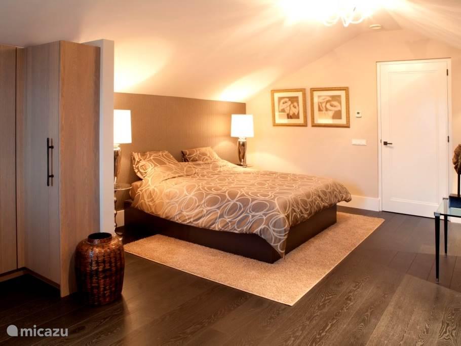 De master bed room