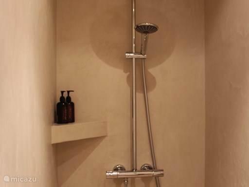 ruime italian shower,100 x 150, met stortdouche