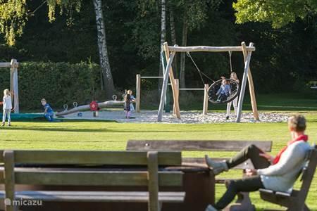 Speeltuin met trampoline
