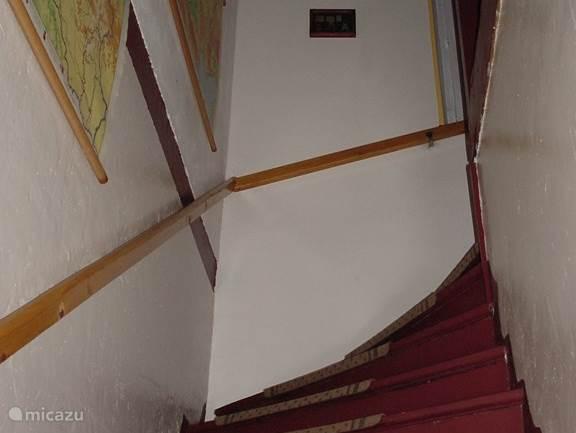 Trap naar 1e etage.