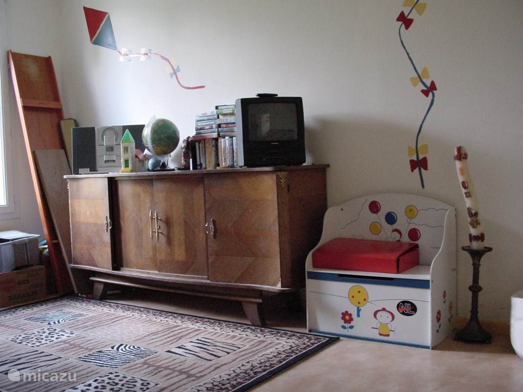 Speelkamer/extra kamer, achter de woonkamer