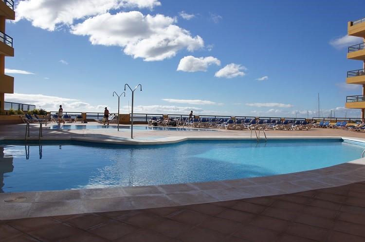 app op unieke locatie in Tenerife met frontaal zeez Tussen 17 sept en 16 okt 2017 :     1 wk 450€ 2 wk  800€  3 wk 1100€  4 wk 1300€ BUITENKANS!
