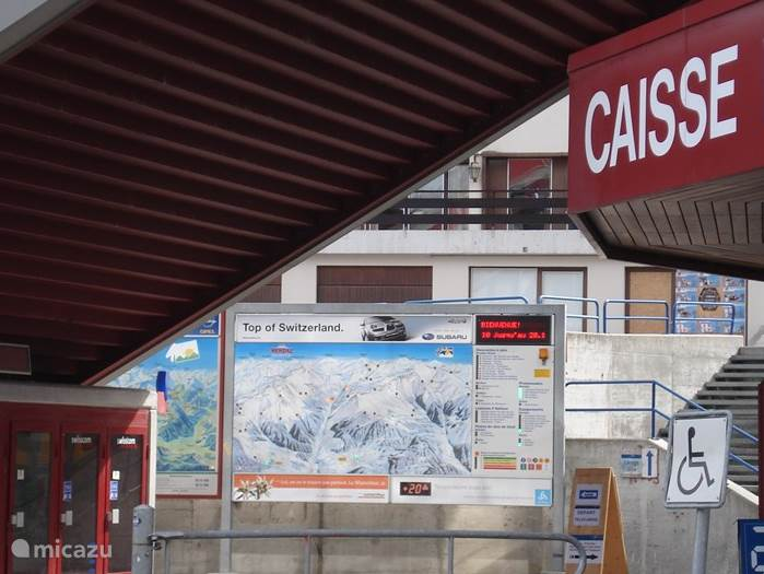 Het skigebied van Haute Nendaz maakt deel uit van het gebied Les Quatre Vallées, een skigebied van meer dan 450 km, in verbinding met Siviez, Veysonnaz en Verbier. Er zijn pistes voor elk niveau skiër.