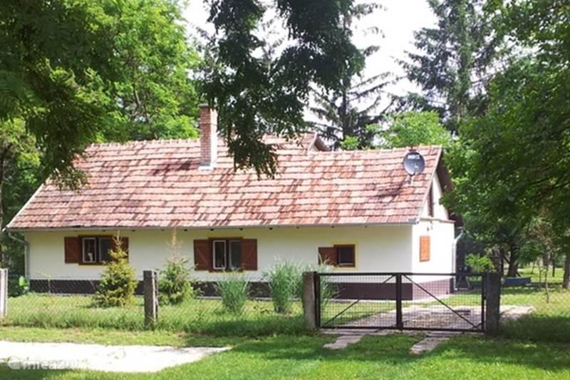 Vakantiehuis Hongarije, Pest, Csemö Vakantiehuis Landgoed Rozsa-tanya