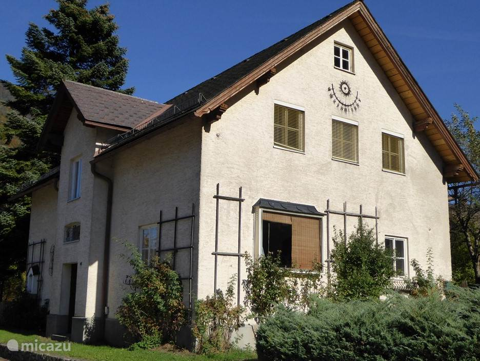 The house is 5 minutes walk from the charming center of the village Hollenstein an der Ybbs