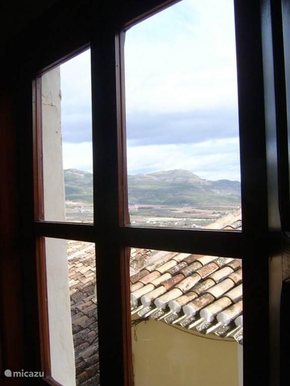 uitzicht op de bergen vanuit slaapkamer aan de voorkant