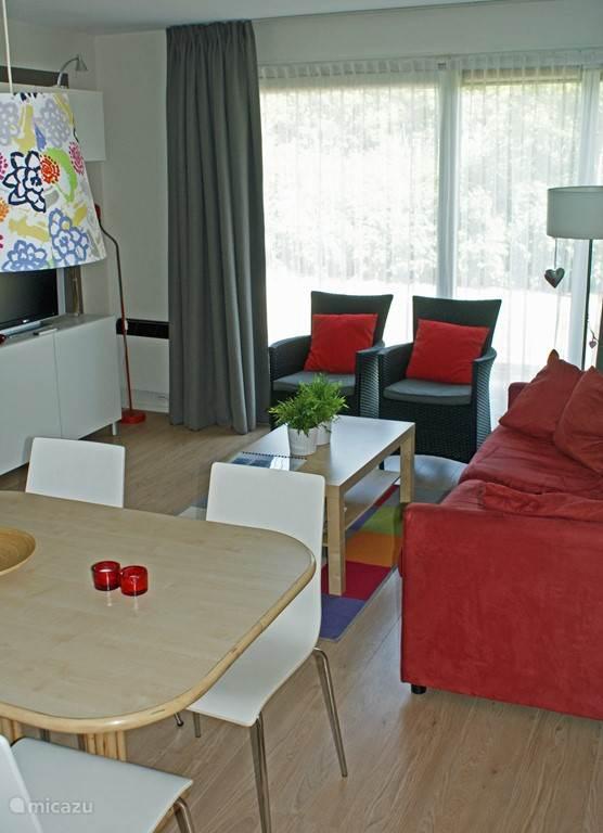 We hebben ons appartement recent compleet gerenoveerd en we zijn trots op het resultaat! Deze foto is genomen vanuit de slaapkamer.