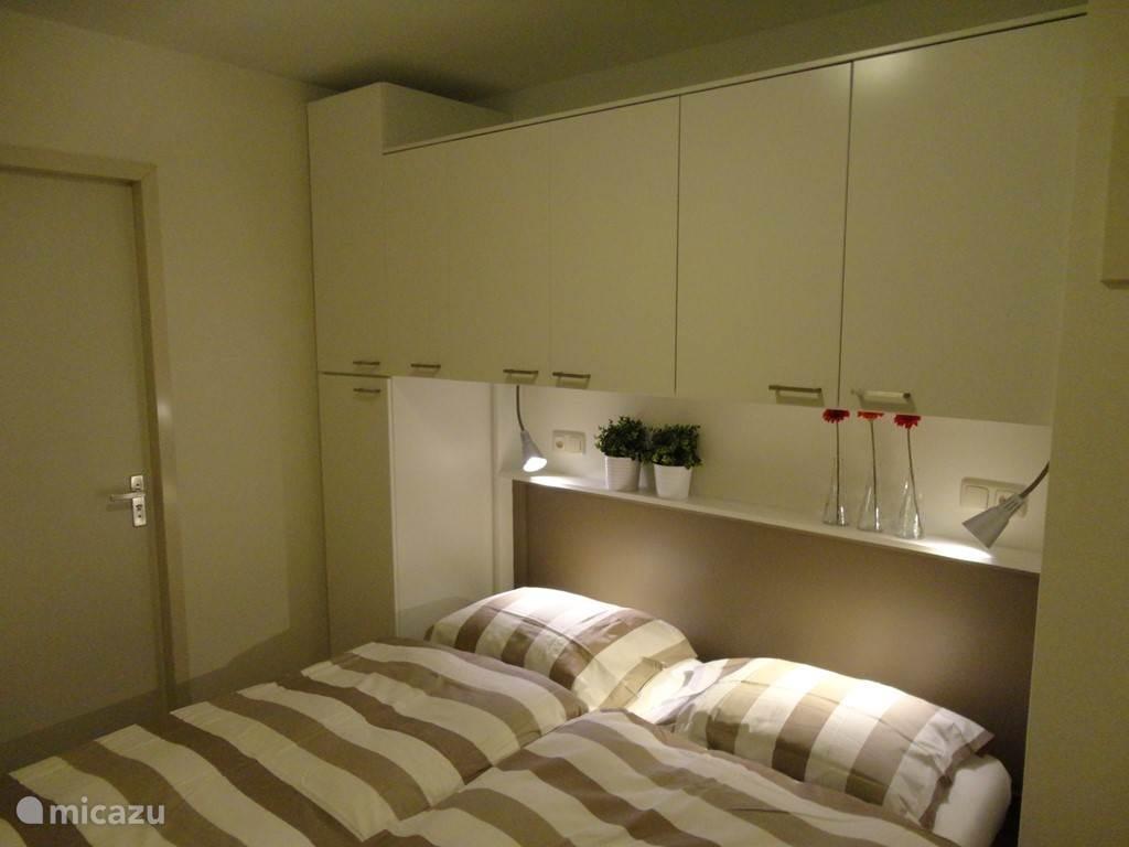 We hebben ons appartement recent compleet gerenoveerd en we zijn trots op het resultaat! Dit is de slaapkamer.