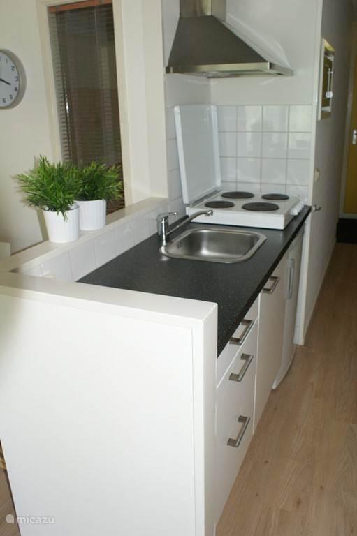We hebben ons appartement recent compleet gerenoveerd en we zijn trots op het resultaat! Dit is de keuken.