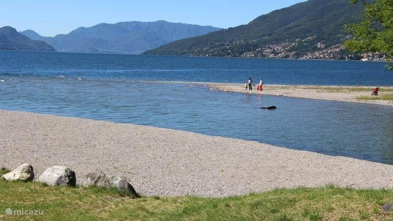The small beach of Gravedona.