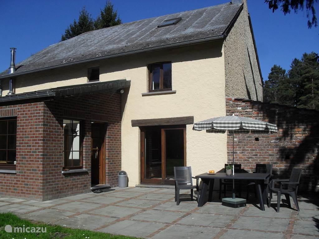 Huis met grote veranda en zonneterras