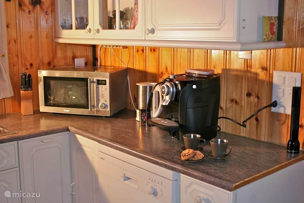 Keuken met o.a luxe koffiemachine