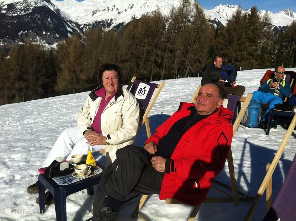 wij zijn de eigenaren van het chalet  even koffie bij berghut Le Forpeter