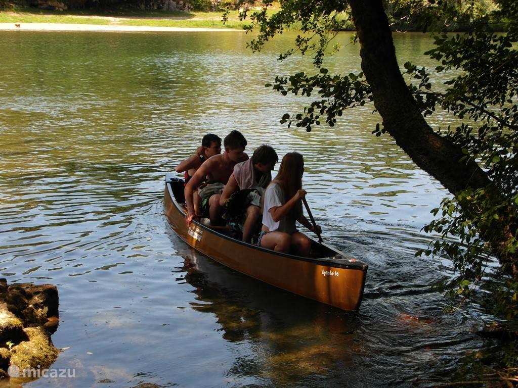 De rivier de Kupa op ca 300 meter, plezier voor jong en oud.