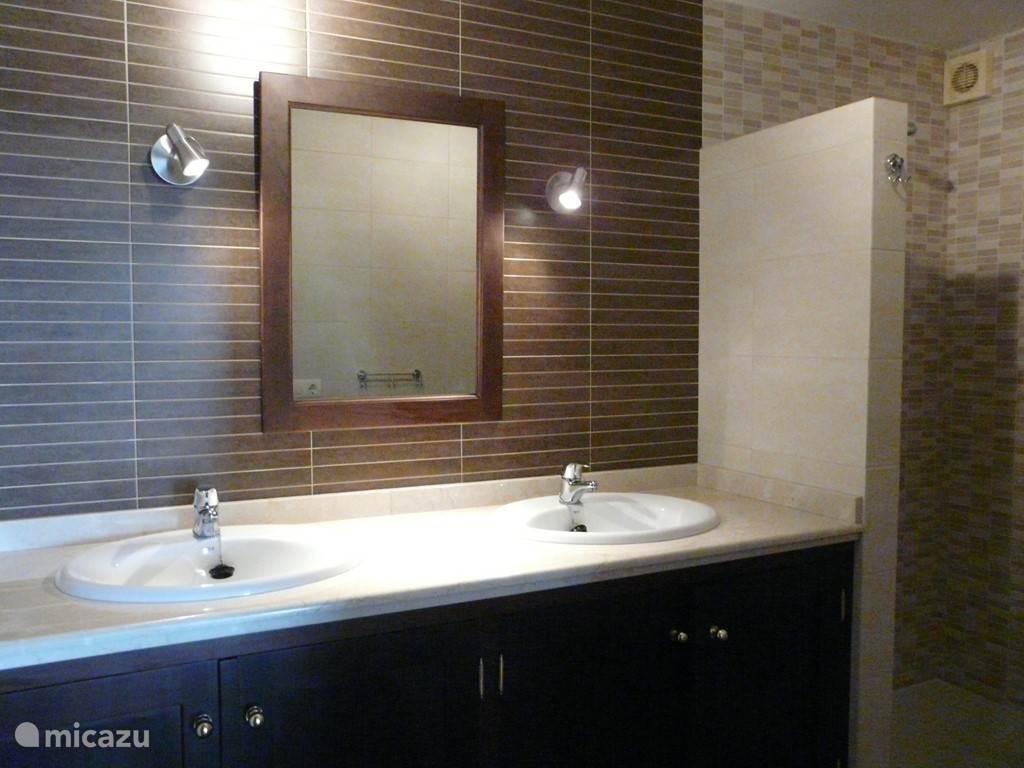Badkamer van het appartement.