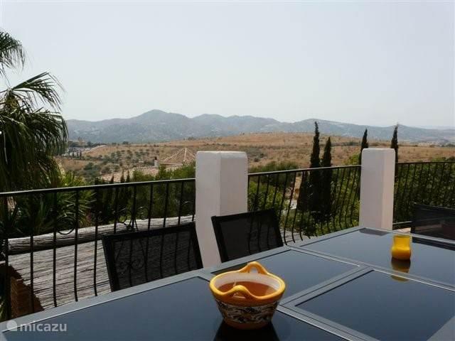 Uitzicht vanaf het balkon van de villa.