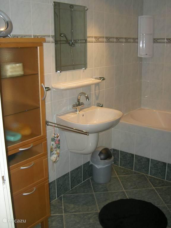 ook de badkamer