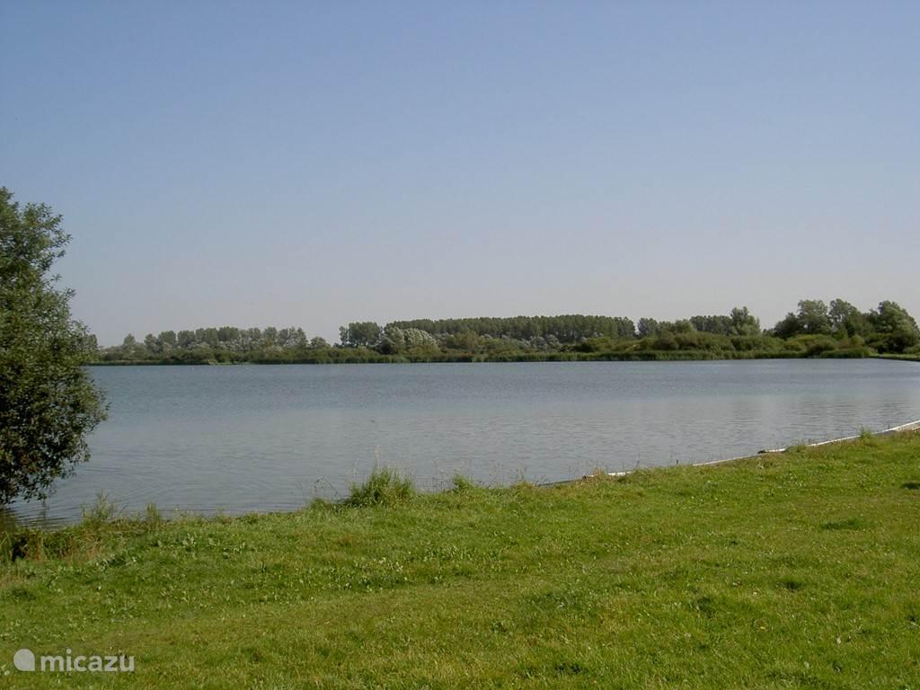 Het aangrenzende oosterduinse meer